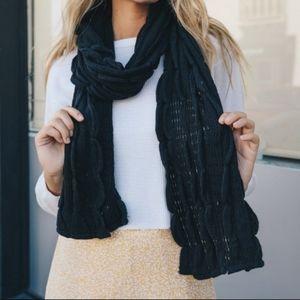 Black Scallop Ruffle Knit Scarf
